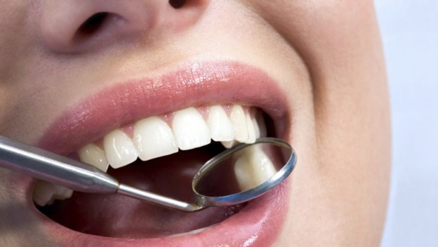 8 Natural Remedies For Sensitive Gums